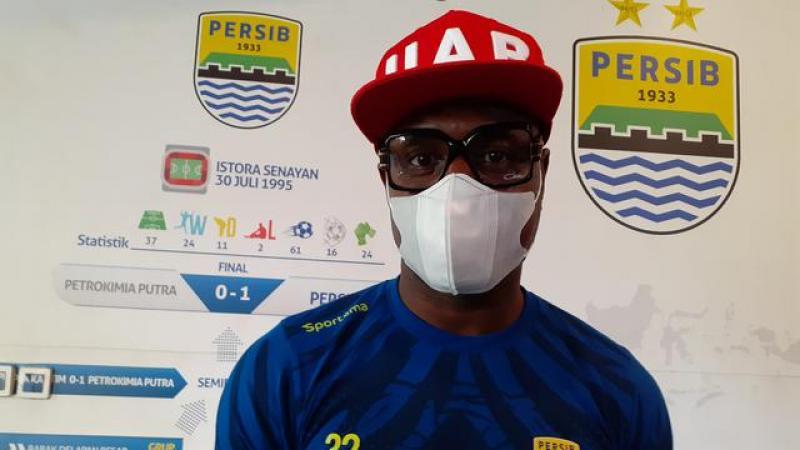 Bek Persib Bandung, Victor Igbonefo.